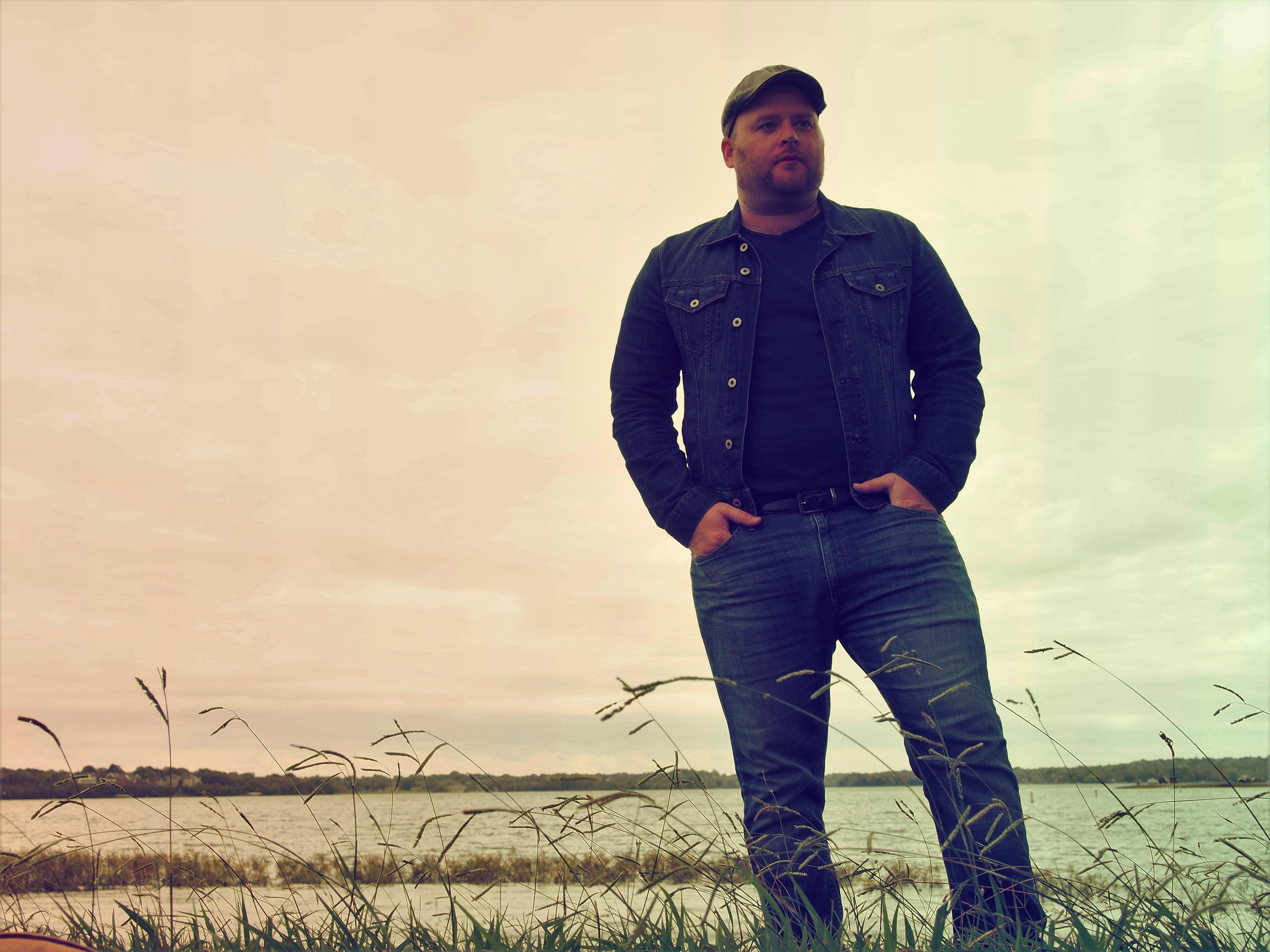 """""""Wayward Skies"""" the new album from Dom Wier"""