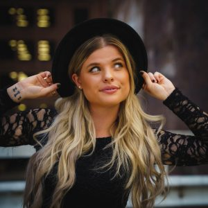 """Read more about the article """"I Like the Way"""" The Everyday Love Song from Lizzie Cates"""