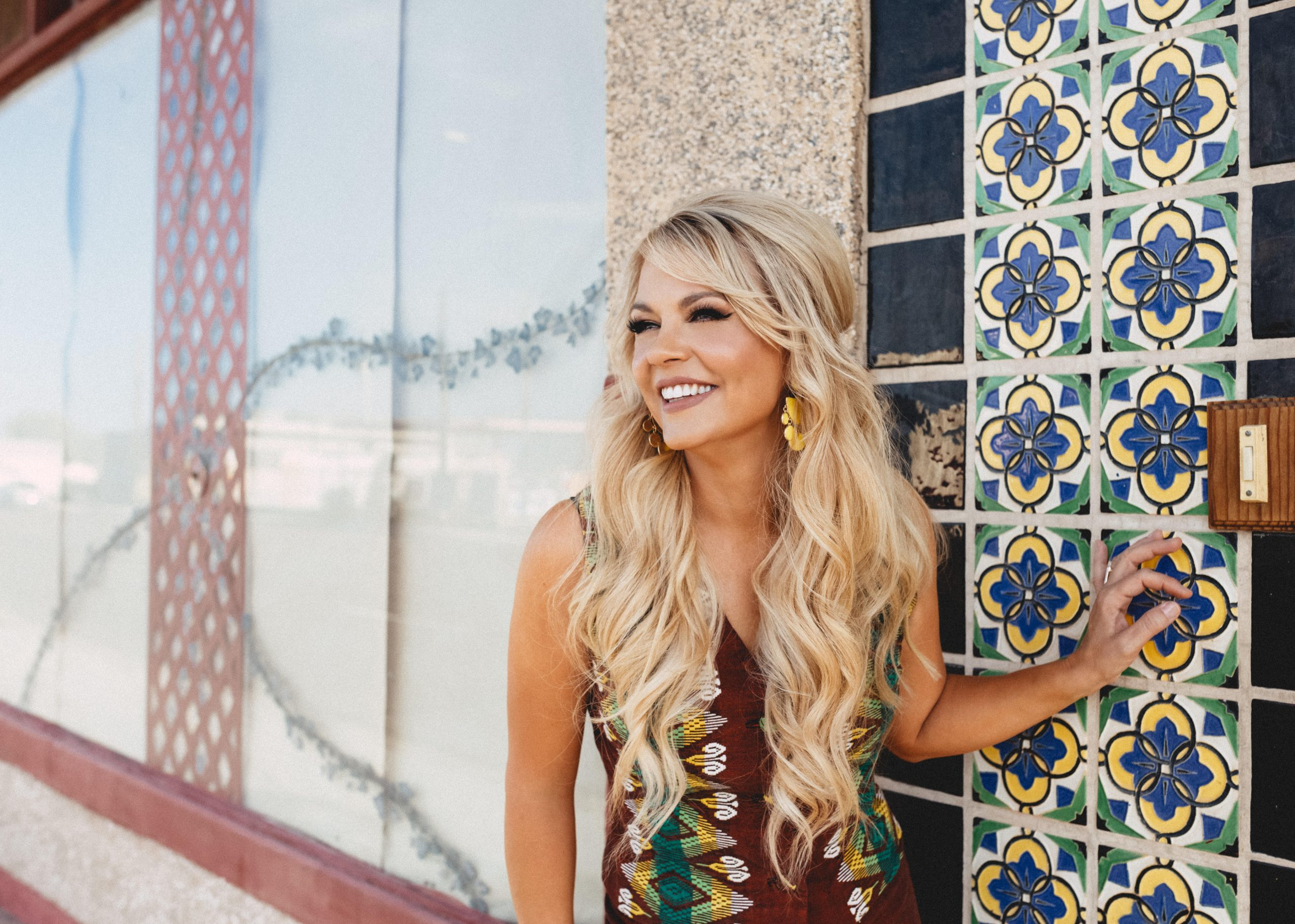 """""""The Heavy"""" Shari Rowe Lifts Us Up With Her Latest Single"""